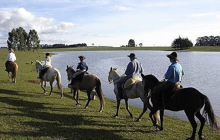 Cavalgadas - Paisagens rústicas contornam passeio