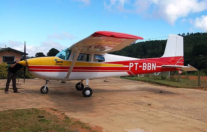 O vôo panorâmico é feito nesse avião