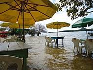 Barzinho à beira do Rio Tapajós