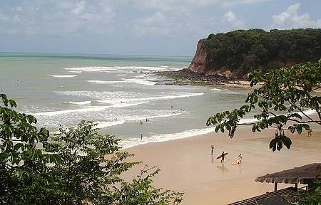 Madeiro - Paraíso para surfistas e banhistas