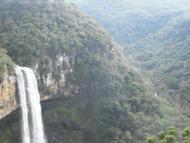 Vale a pena descer os 751 degraus para se ter uma visão única da cachoeira.
