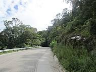 Nova pavimentação e trecho dentro do Parque da Serra da Bocaina