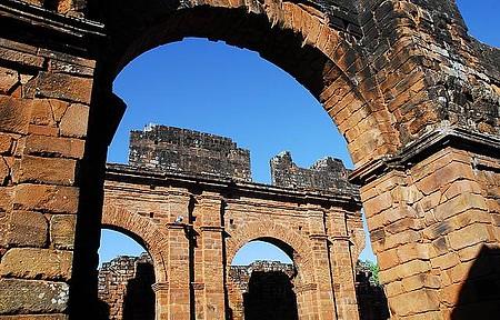 Ruínas - Arquitetura em pedra surpreende os visitantes