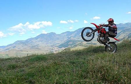 Mountain-bike e motocross - Belas paisagens e muita adrenalina em meio às trilhas