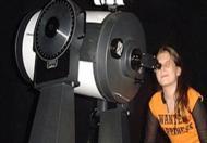 Observação em telescópio faz parte do programa