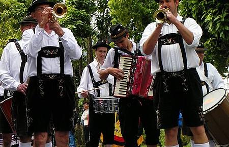 Bauenfest - Bandinhas típicas animam os eventos
