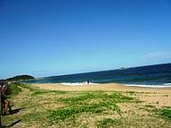 Avista-se a Ilha do Coqueiro Só, a Ilha Redonda e a Ilha do Costa.