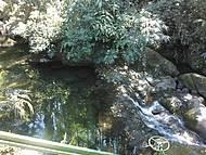 Cachoeira ao lado do restaurante