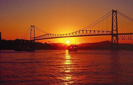 Circulando - Ponte Hercílio Luz é fechada para o tráfego de veículos