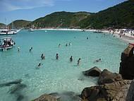 Praia lindíssima, pena a sujeira no caminho até a praia jogada pelas pessoas