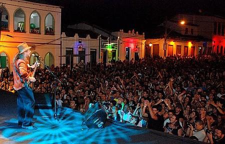 Festival de Lençóis - Geraldo Azevedo agita o público em meio ao casario colonial