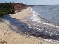 Vista da praia. Praticamente deserta.