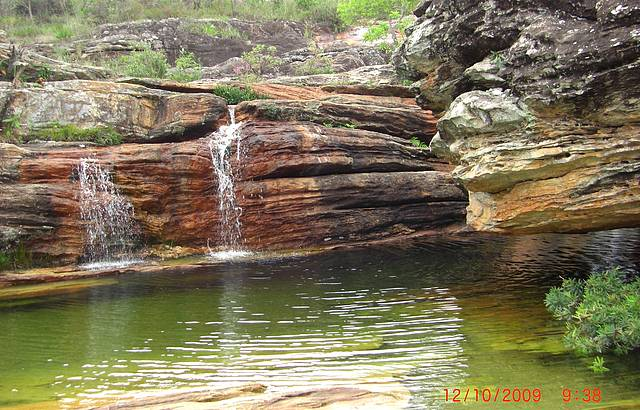 Pequena cachoeira no acesso ao paraíso