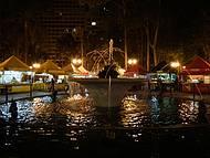 Curitiba à noite, feirinha na Praça Osório