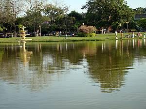 Parque Ipanema: Jardins e espelho d'água atraem moradores e turistas -