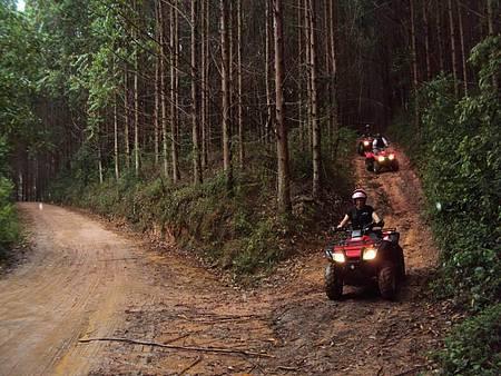 Fazenda Radical - Passeios de quadriciclo exploram as trilhas