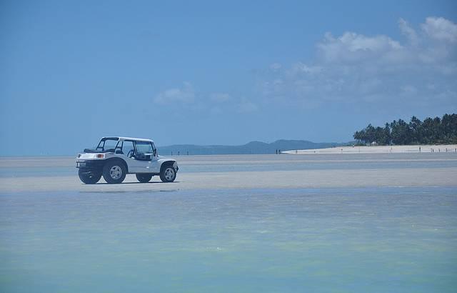 Deixamos o buggy na praia e fomos caminhando aos corais de Ponta do Mangue