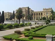 Abriga o Museu Paulista,o Monumento à Independência,jardins e  a Casa do Grito