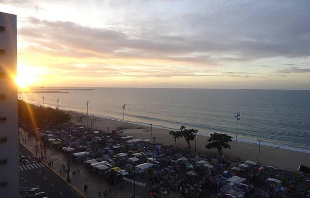 Por do sol na praia de Meireles.