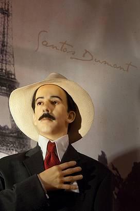 Santos Dumont também está entre os homenageados do espaço