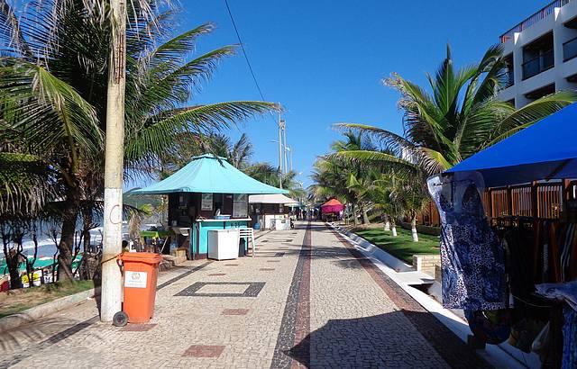 Calçadão de Ponta Negra, onde vende roupas de praia muito barata