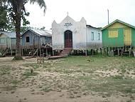 Casas próximas ao Rio Solimões