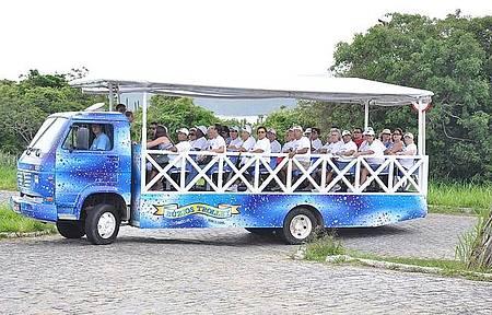 Veículo adaptado leva a praias e mirantes