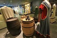 Vestimentas simples também fazem parte da mostra