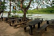 Pastéis e cerveja para acompanhar o pôr do sol em Caraíva